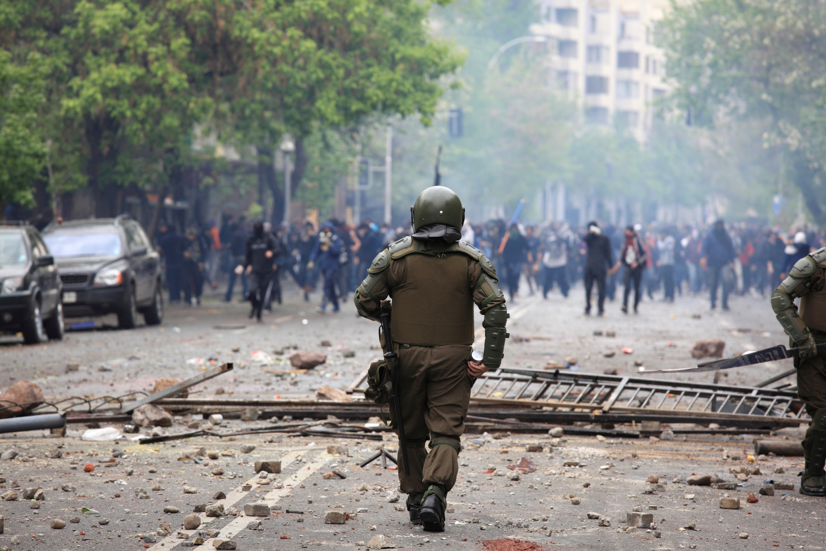 Page 3 - iStock_000019251706_Large - riot police